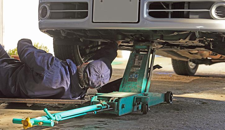 自動車整備士は人手も足りず業務量も多い